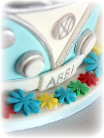 Kombi Surfboard and Flowers cake